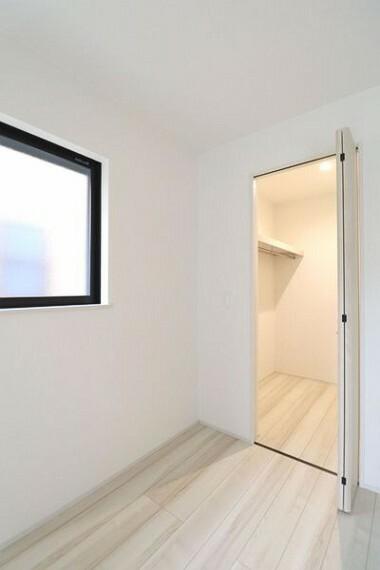 収納 5帖洋室には収納豊富なウォークインクローゼットがあります。