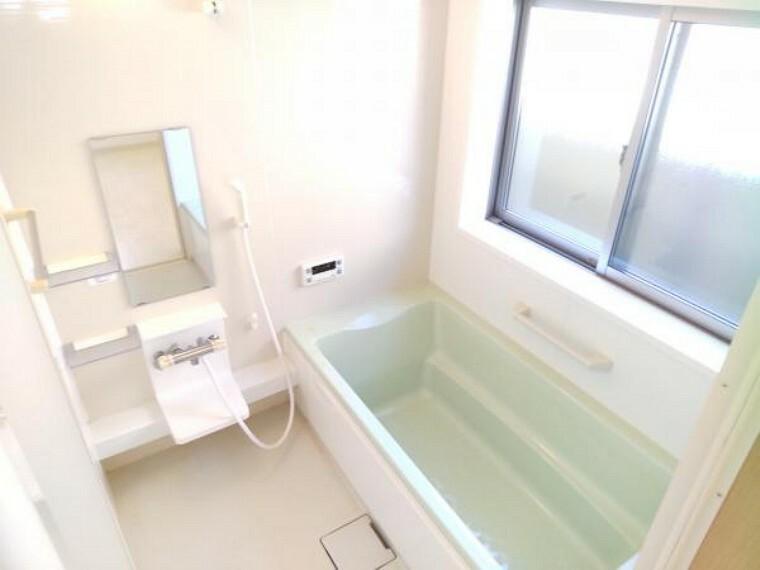 浴室 【現在リフォーム中】お風呂はクリーニングとコーティングを行い、綺麗に仕上げます。一坪の広さですので、足を伸ばしてゆったりとお風呂に入れますね