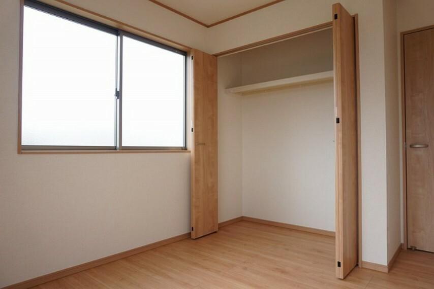 収納 同仕様写真。全居室には収納を設置しています。荷物もスッキリ片付きます。