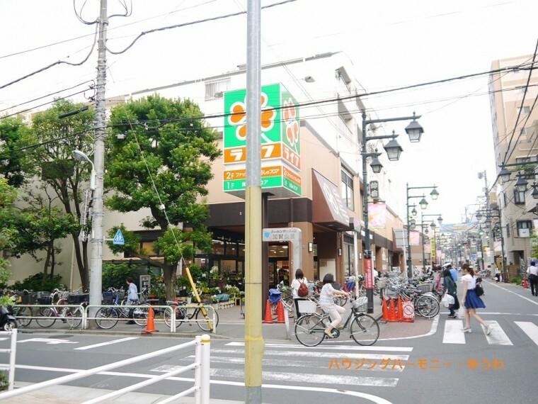 ショッピングセンター 【ショッピングセンター】ライフ 仲宿店まで719m
