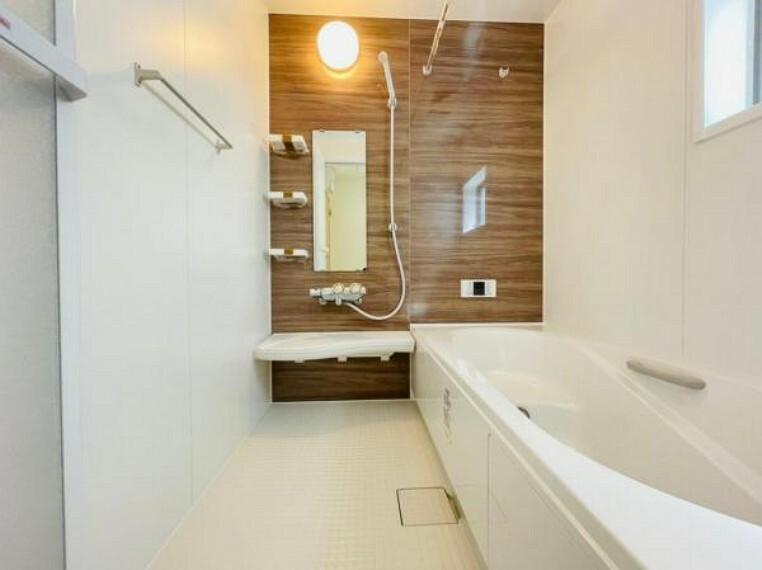 (浴室)浴室暖房・乾燥・換気の1台3役の浴室暖房乾燥機付き!ゆったり一坪タイプでお子様ともゆったり入れます〇