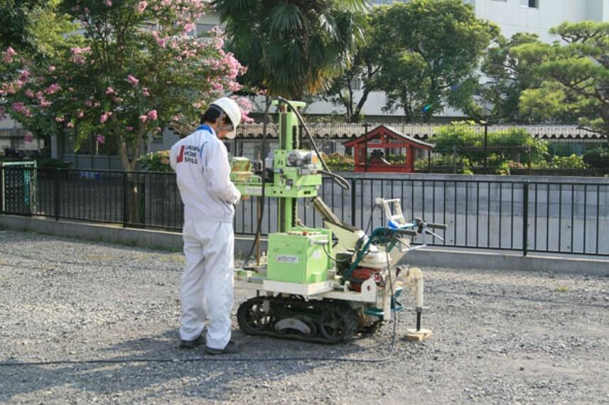 基礎着工前に地盤調査会社による地盤調査を実施。