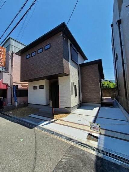 現況外観写真 白と黒の2色使いの外壁はコントラストが美しく、シンプルモダンなお家ですね!