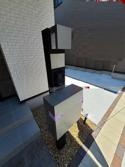 現況写真 マルチ機能付き門柱(ポスト、TVモニターホン、ネームプレート、門灯)