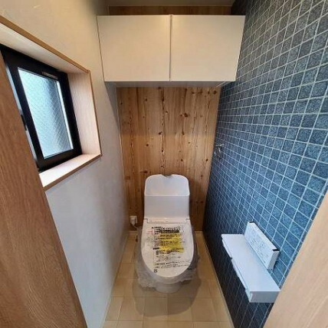 トイレ 上部収納が嬉しい!すっきり清潔感のあるトイレスペース