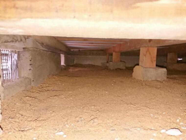 中古住宅の3大リスクである、雨漏り、主要構造部分の欠陥や腐食、給排水管の漏水や故障を2年間保証します。その前提で床下まで確認の上でリフォームし、シロアリの被害調査と防除工事もおこないました。