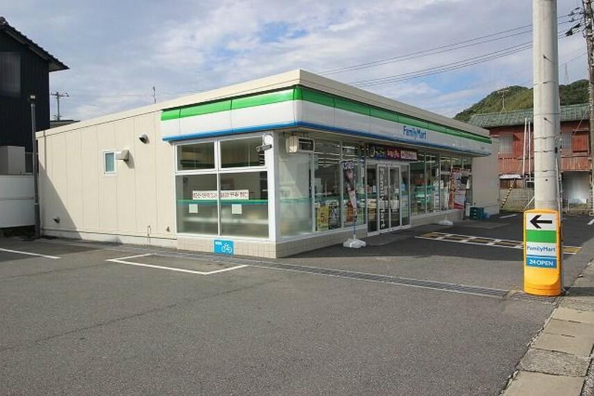 コンビニ 【コンビニエンスストア】ファミリーマート 高知十津店まで390m