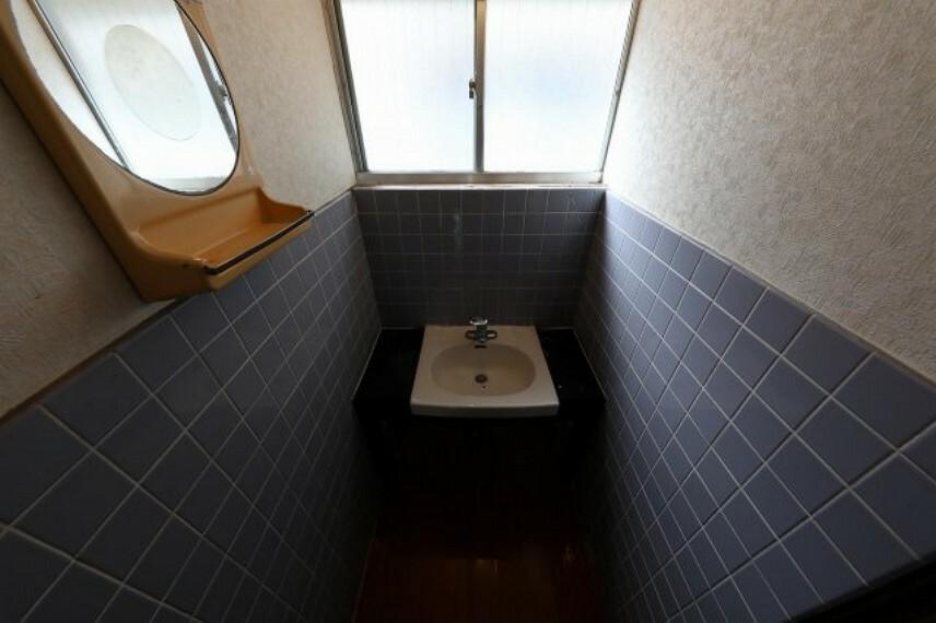 ノスタルジックな洗面台