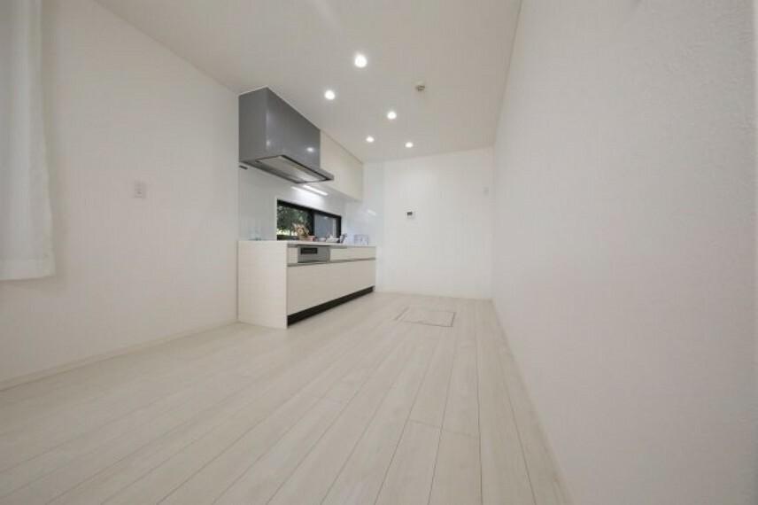 キッチン 広々としたキッチンです 大き目の食器棚を置いても問題ないですね
