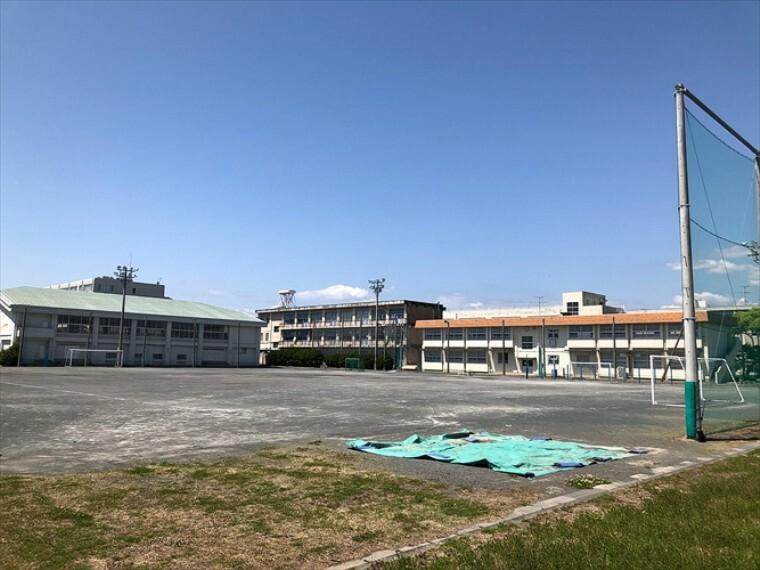 小学校 徒歩15分(1200m)130余年の歴史と伝統のある学校です。中学校は清水第三中学校になります。徒歩14分(1100m)