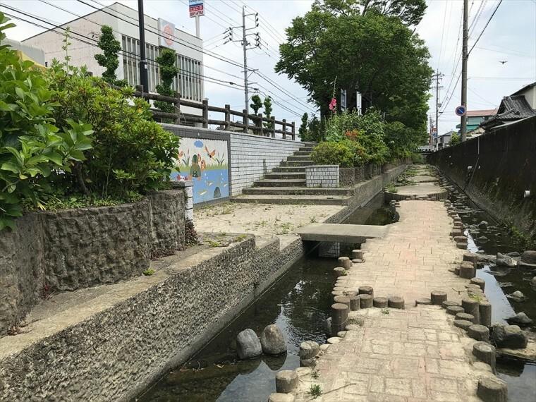 参考プラン完成予想図 子ども心をくすぐる水辺があり、市民の憩いの場所です。(徒歩200m)