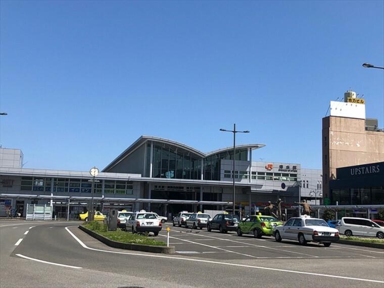 車で約9分(4000m)。バスならしずてつジャストライン「妙音寺」バス停(徒歩2分90m)より静岡市立清水病院線で17分。