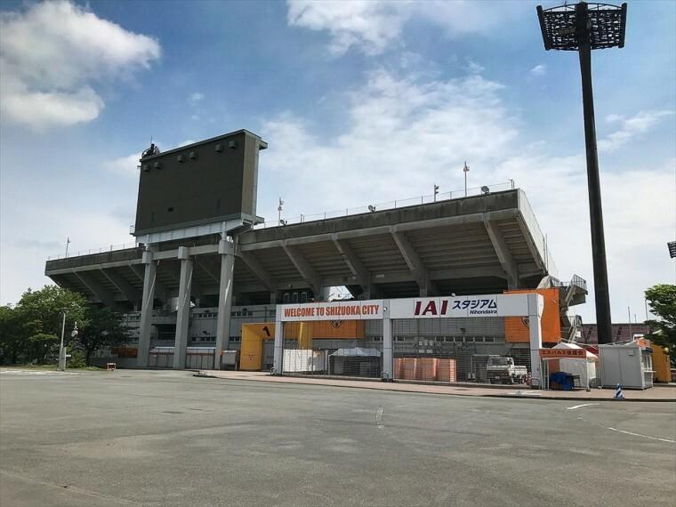 現況写真 2000m(車で5分)Jリーグ清水エスパルスの本拠地として知られています。富士山と清水の街を一望でき「サッカーのまち清水」のシンボル的な競技施設。