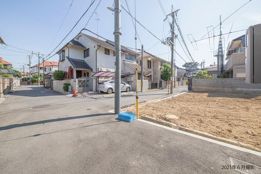 現況写真 阪急宝塚線「豊中」駅、大阪モノレール線「柴原阪大前」駅の2沿線2駅利用可能で都心へのアクセス良好な立地。生活利便施設が身近に揃い、落ち着きある穏やかな住環境が魅力です。/2021年6月撮影