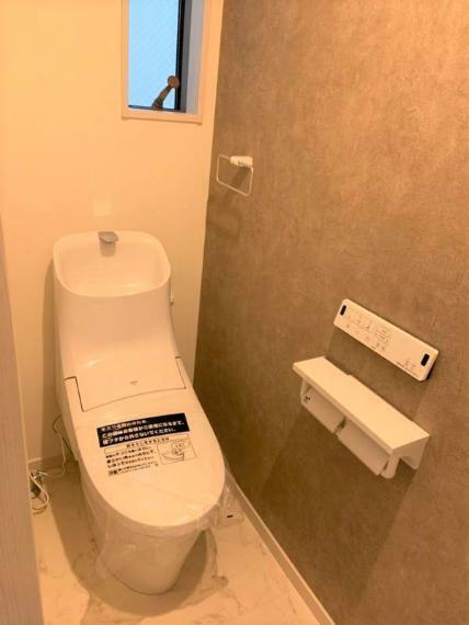 同仕様写真(内観) 同社施工例温水洗浄便座付きです。