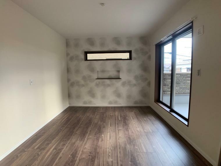 同仕様写真(内観) 同社施工例大きな窓から光を取り入れれる明るい寝室。