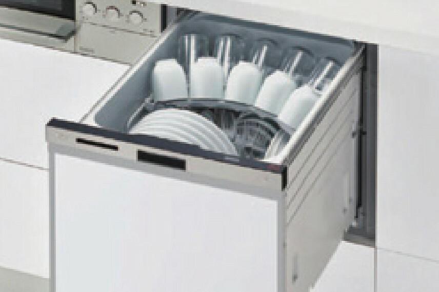 【食器洗浄乾燥機】  食事の後片付けをサポートしてくれるビルトインタイプの食器洗浄乾燥機が標準装備。家事の時間短縮になるだけでなく、手洗いに比べて大幅に節水できる省エネタイプを採用しています。