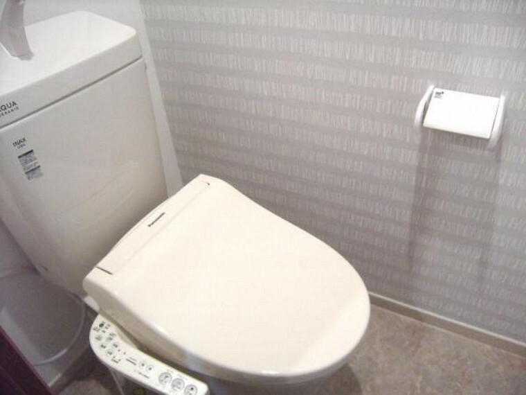 トイレ 改装前のトイレ。トイレも入れ替えます。