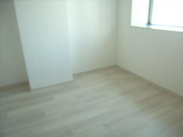 改装前の北側約4.5帖の洋室。