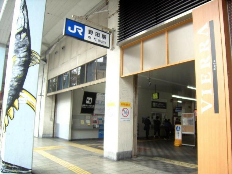 周辺の街並み 現地より徒歩約10分の大阪環状線野田駅。玉川駅と隣接しており、こちらも坂の無い平坦な道のりです。