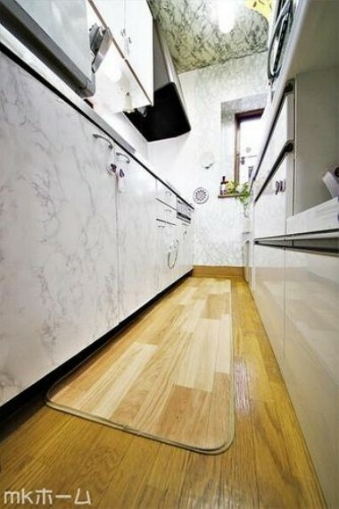 キッチン 使い勝手の良いシステムキッチンを採用!作業スペースも広めにとられておりご家族でお料理が楽しめます!