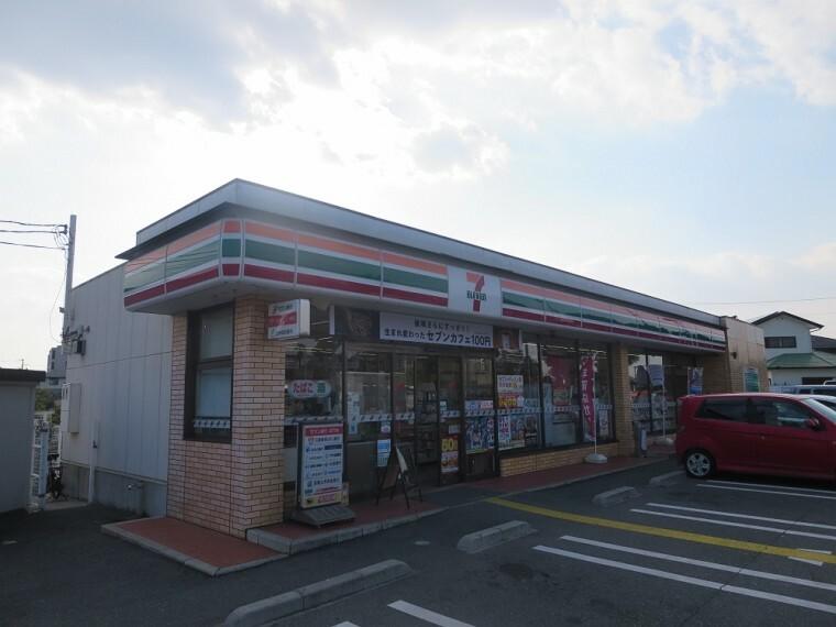 コンビニ 【コンビニエンスストア】セブンイレブン 潤和店まで369m