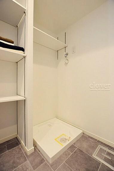 防水パン(洗濯機置き場) 上部に棚あり