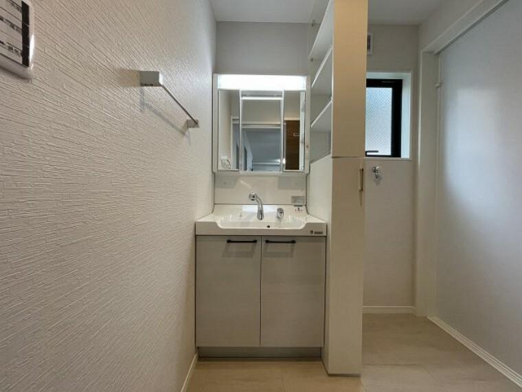 洗面化粧台 洗面台はシャワー付きの洗面化粧台です
