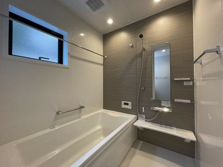 浴室 エコキュートのお風呂です 追い炊き機能付きでいつでも暖かいお風呂に入ることができますね