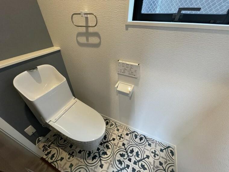 トイレ 2階トイレにもトイレがあります  温水洗浄便座付き