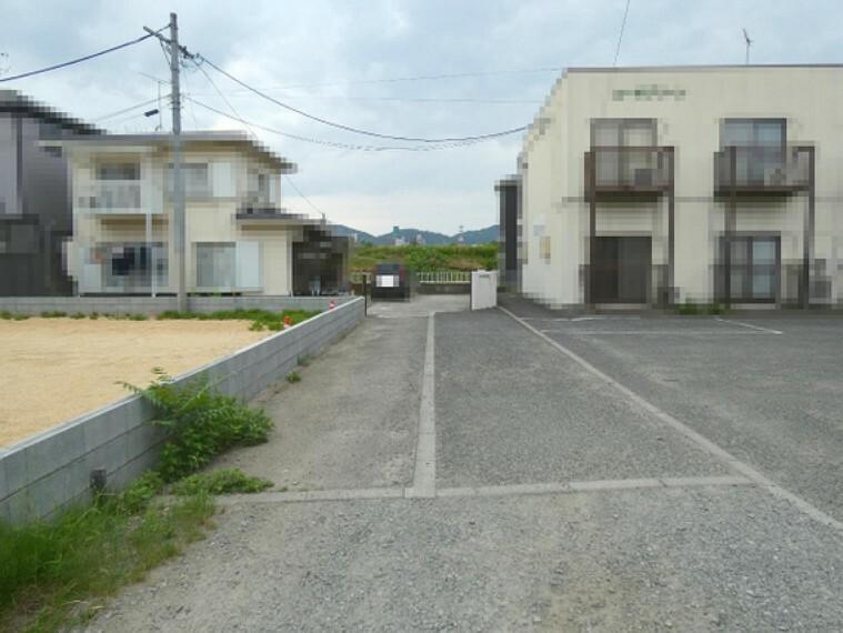 現況写真 東側は隣地通路の為、角地のような開放感がございます。