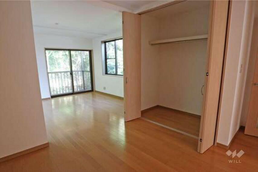 約12帖洋室。全居室に大容量のクローゼットを確保しています。