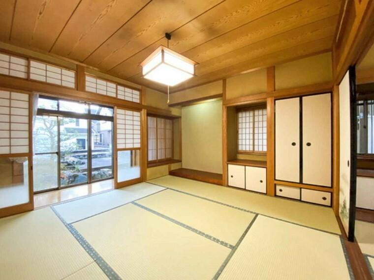 和室 一階部分の和室。リビングで家事を終えたあとのくつろぎスペースにいかがでしょうか。