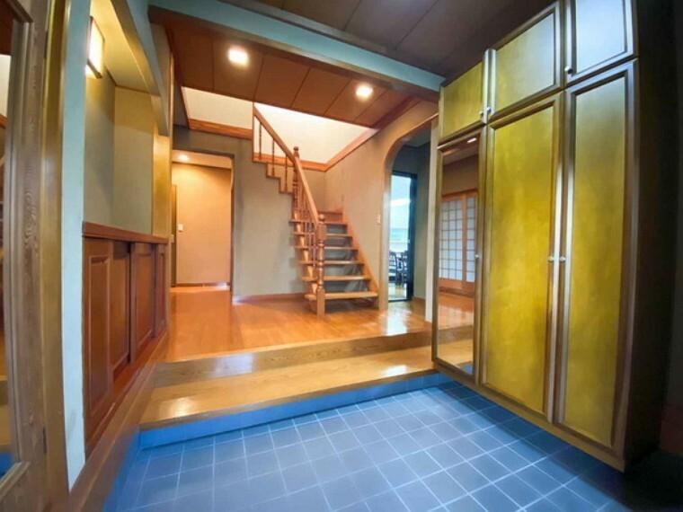 玄関 開放的な空間は暮らしにゆとりを生み出します