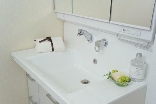 洗面化粧台 洗面スペースは広々スッキリと保てます。