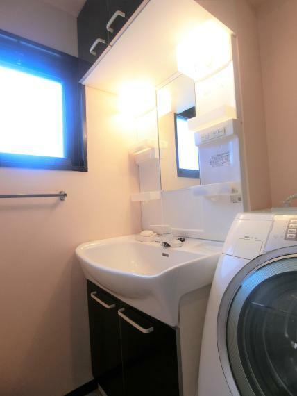 洗面化粧台 ・洗面化粧台 ・混合水栓 ・2011年12月 新規交換