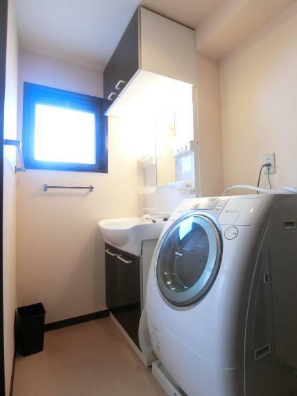 脱衣場 ・洗面室 ・換気窓 付 ・ドラム式洗濯機設置可能