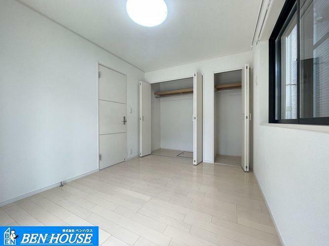 洋室 ・各居室収納完備でどちらのお部屋もスッキリと利用できますね・新規リフォーム済でご契約後、即入居可能です・「鹿島田」「矢向」「新川崎」駅徒歩圏内で通勤・通学に大変便利な立地