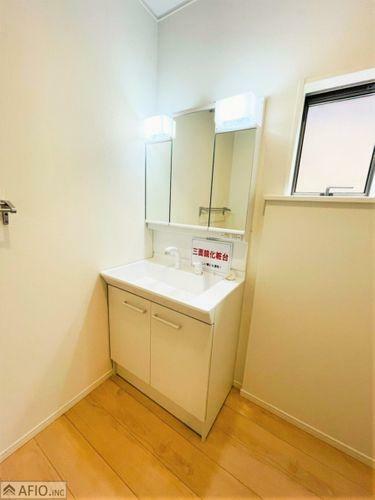 洗面化粧台 大きな鏡で見やすい洗面化粧台