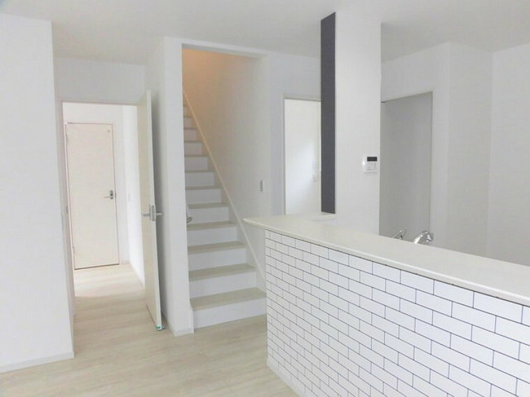 居間・リビング リビングに自然と人が集まるリビングイン階段採用プラン。
