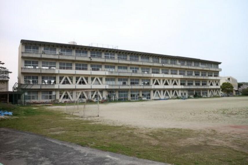 小学校 【小学校】常滑市立小鈴谷小学校まで247m
