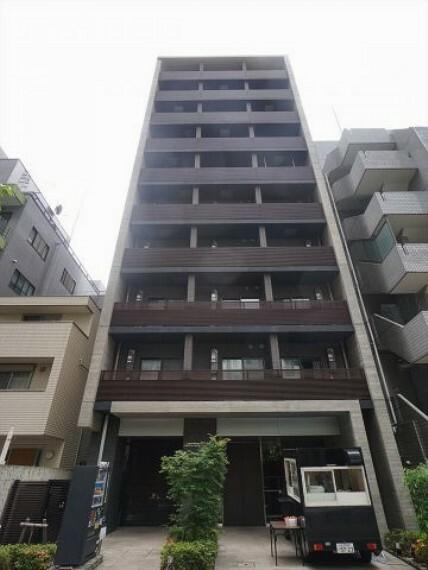 外観写真 ブラウンを基調としたフォルムの外観。10階建てのマンションです。