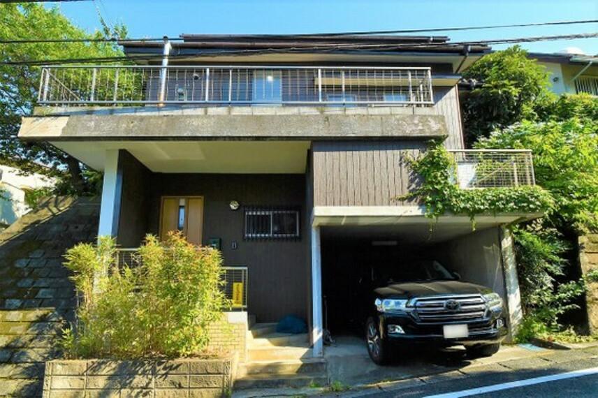 外観写真 小田急小田原線「玉川学園前」駅より徒歩約7分、地下1階地上2階の戸建住宅です。