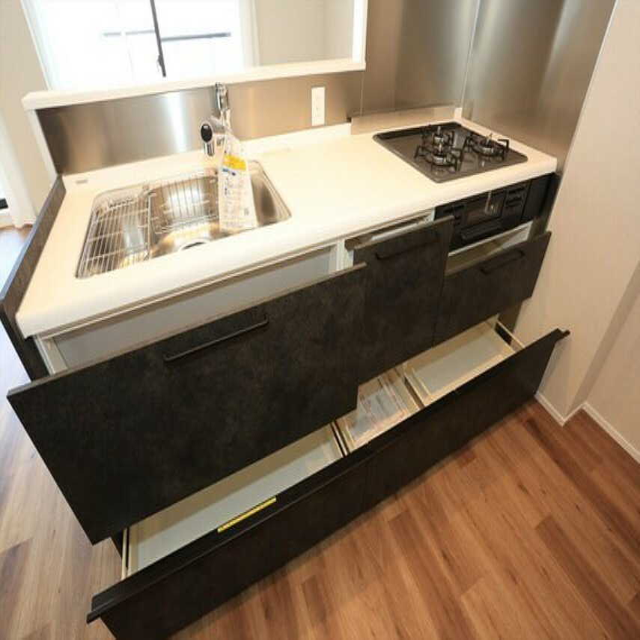 キッチン 開放感のある対面式キッチンを採用しました