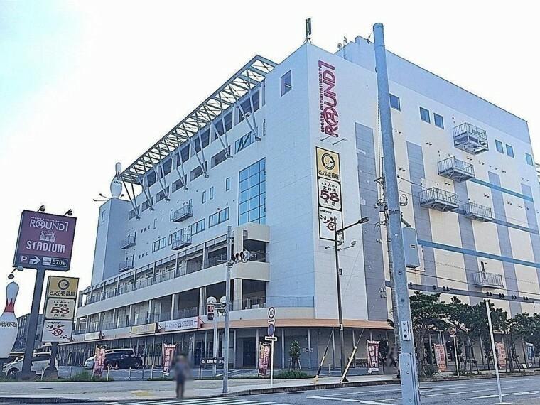 周辺の街並み ラウンドワンスタジアム 沖縄・宜野湾店 車で約5分