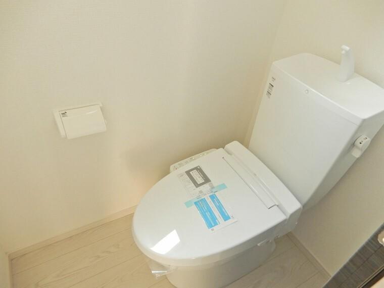 トイレ 1・2階に設けられたトイレはもちろんウォシュレット完備です どちらも窓付きで自然換気環境も良好です