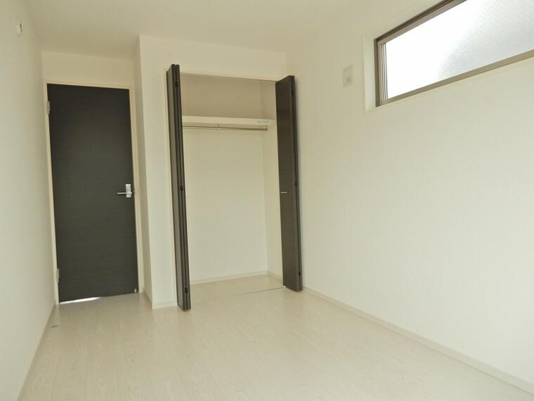 洋室 東南側5.7帖の洋室にもしっかりクローゼットを完備です