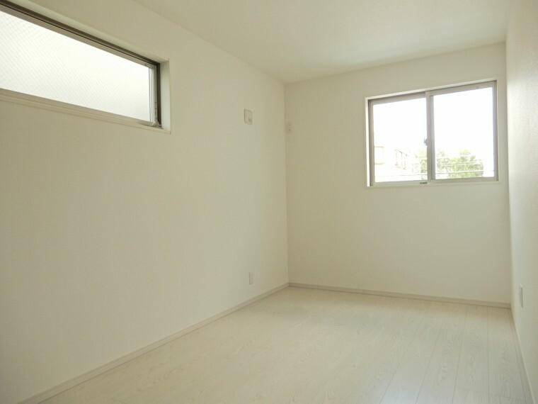 洋室 2階洋室全部屋5帖以上の広さを確保。主寝室は6.7帖