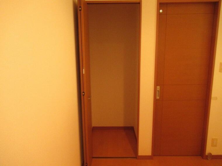 収納 2Fにあるトイレ横の収納です (2021年6月20日 撮影)