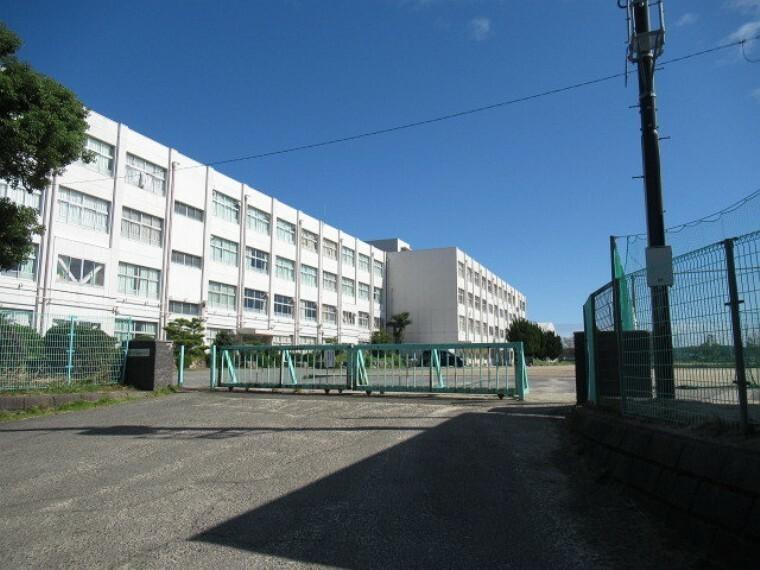中学校 【正和中学校】 桑名市にある公立中学校 【教育目標】「自主・共生」